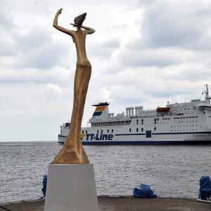 Skulptur Esperanza begrüßt Seereisende in Warnemünde. Foto: Joachim Kloock