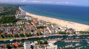 Die Ostsee von oben: Herrlicher Blick auf Warnemünde. Foto: vidicom