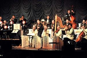 Sarah Connor und das Swing Dance Orchestra brachten weihnachtliche Stimmung in die StadtHalle Rostock. Foto: Joachim Kloock
