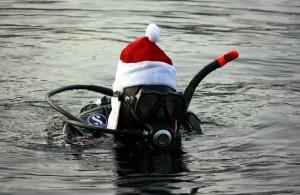 Weihnachtsmütze auf und los geht's. Foto: Martin Schuster