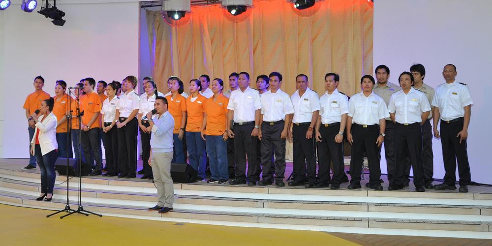 Philippinischer Chor auf AIDAstella sagt Danke