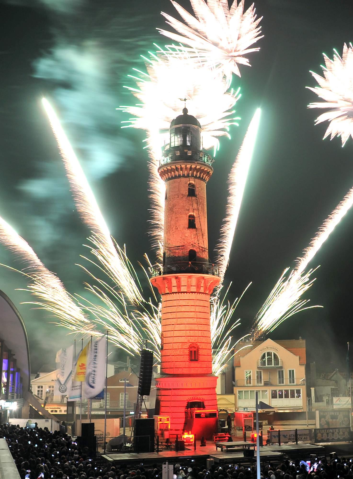 warnemünde leuchtturm in flammen