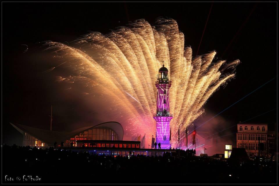 Leuchtturm in Flammen 2014 von Thomas Deter