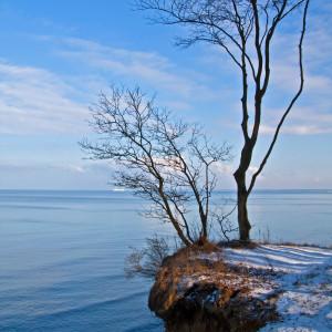 Steilküste in Warnemünde mit Blick auf die Ostsee. Foto: Jens Schröder