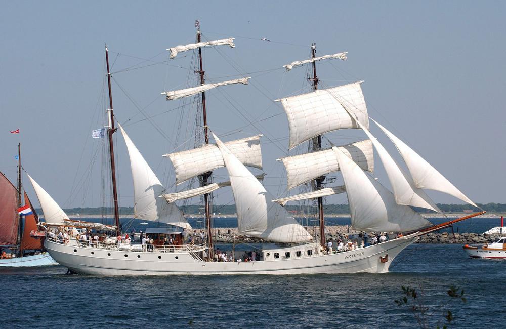 Segelschiff Artemis in Warnemünde. Foto: Joachim Kloock