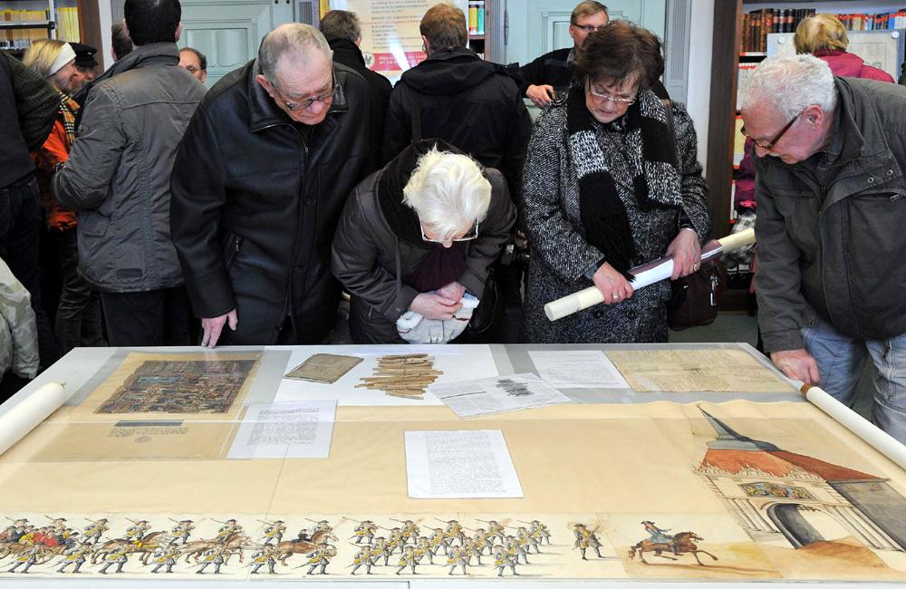 Rostocks Stadtarchivare öffnen ihre Pforten zum Tag der Archive in Rostock. Foto: Joachim Kloock