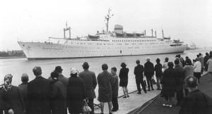 FDGB-Urlaubsschiff Völkerfreundschaft in Warnemünde, 1968. Foto: Olaf Sindermann