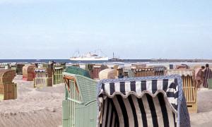 Urlaubsschiff MS Völkerfreundschaft läuft in Warnemünde ein. Foto: Archiv Joachim Kloock