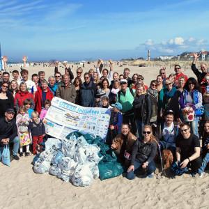 Gruppenfoto des Beach CleanUp Warnemünde 2014. Foto: Matthias Marx