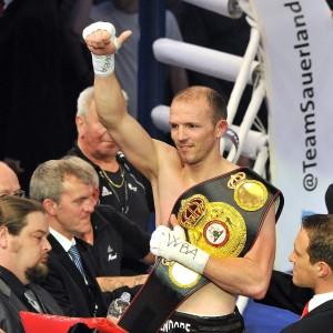 Jürgen Brähmer verteidigt WBA-Weltmeistertitel gegen Enzo Maccarinelli in Rostock. Foto: Joachim Kloock