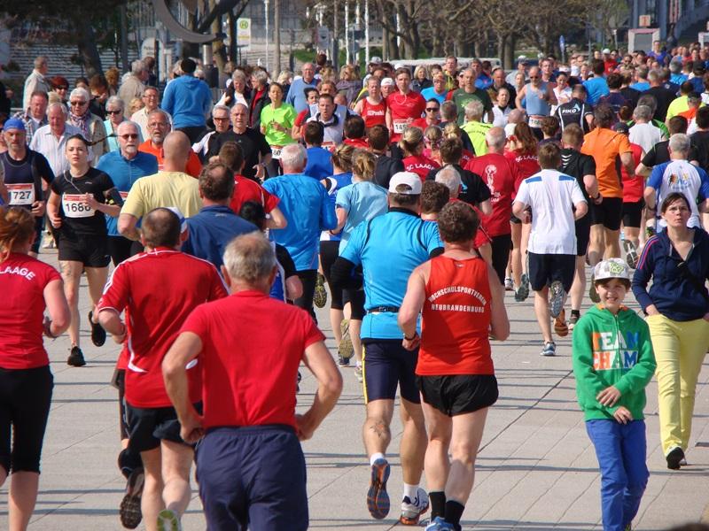 Läufer auf der Promenade. Foto: Gerhard Rimane