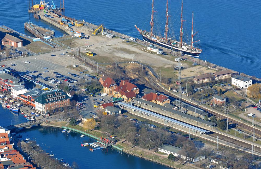 Luftaufnahme von Mittelmole und Alter Fährhafen vom 12. März 2014. Foto: Manfred Sander