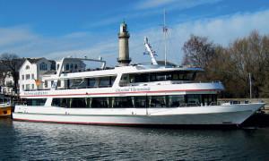Fahrgastschiff Ostseebad Warnemünde am Alten Strom in Warnemünde. Foto: Pressedienst Pospiech Maritim