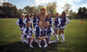 Cheerleader und Maskottchen der Rostock Griffins feierten Premiere. Foto: Joachim Kloock