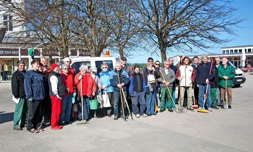 """Teilnehmer der Initiative """"Warnemünde soll schöner werden"""" 2013. Foto: Warnemünde Verein"""