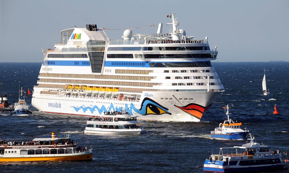 AIDAbella ist ein beliebter Gast in Warnemünde, dem beliebtesten Kreuzfahrthafen Deutschlands. Foto: Joachim Kloock