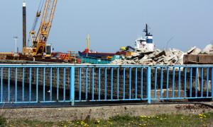 Bauarbeiten zur Sicherung der Spundwand am alten Fährbecken Warnemünde
