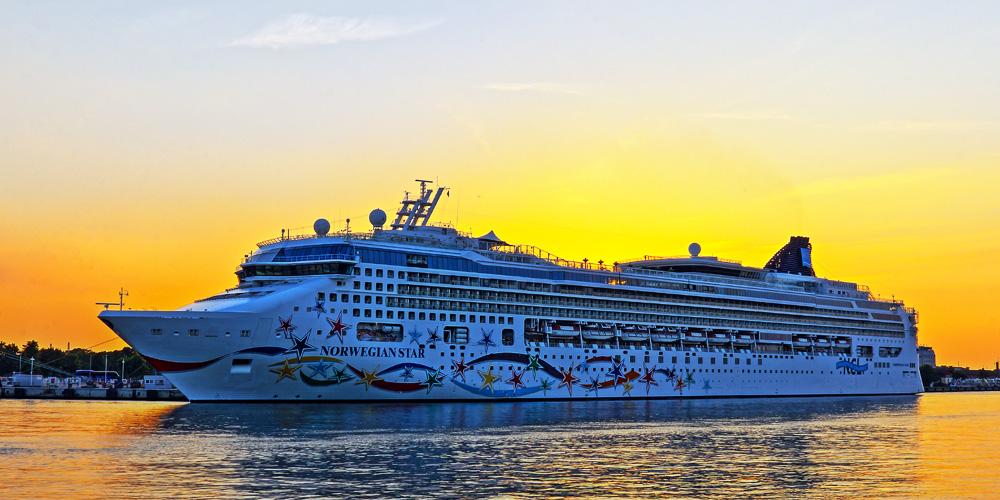 Kreuzfahrtschiff Norwegian Star in Warnemünde. Foto: Jens Schröder