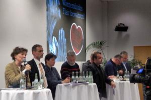 Bürgerschaftspräsidentin Karina Jens zeigt politische Geschlossenheit auf der Podiumsdiskussion in Warnemünde.