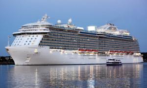 Royal Princess im Kreuzfahrthafen Warnemünde