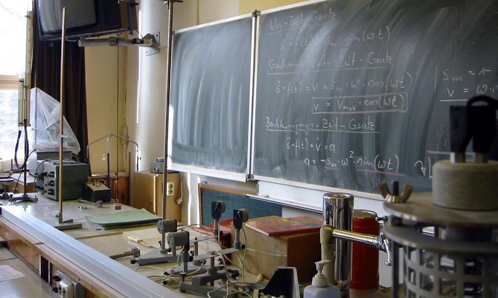 Physikraum mit Tafel in Warnemünde