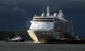Kreuzfahrtschiff Seven Seas Voyager in Warnemünde. Foto: Jens Schröder