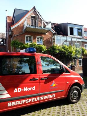 Gelöschter Brand nach Blitzeinschlag in einem Wohnhaus in Warnemünde