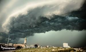 Hobbyfotograf Ludwig Lau fotografierte die gewaltige Gewitterfront über Warnemünde. Foto: Ludwig Lau