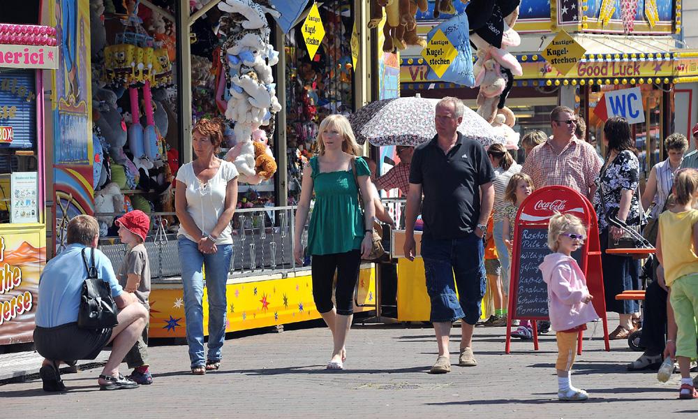 Rostock Pfingstmarkt im Alten Stadthafen. Foto: Joachim Kloock
