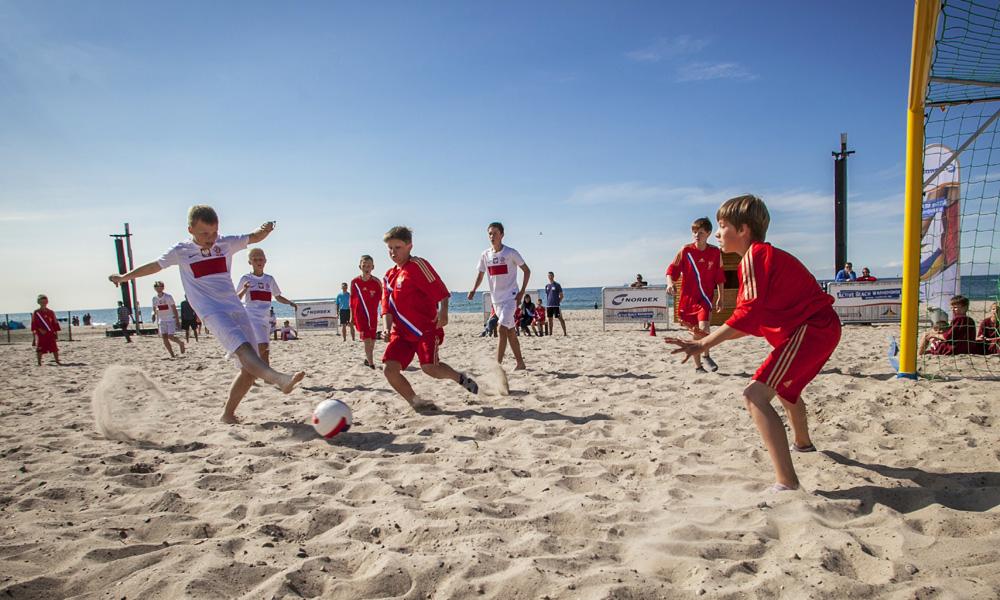 Strandfußball-WM in Warnemünde. Foto: Thomas Mandt