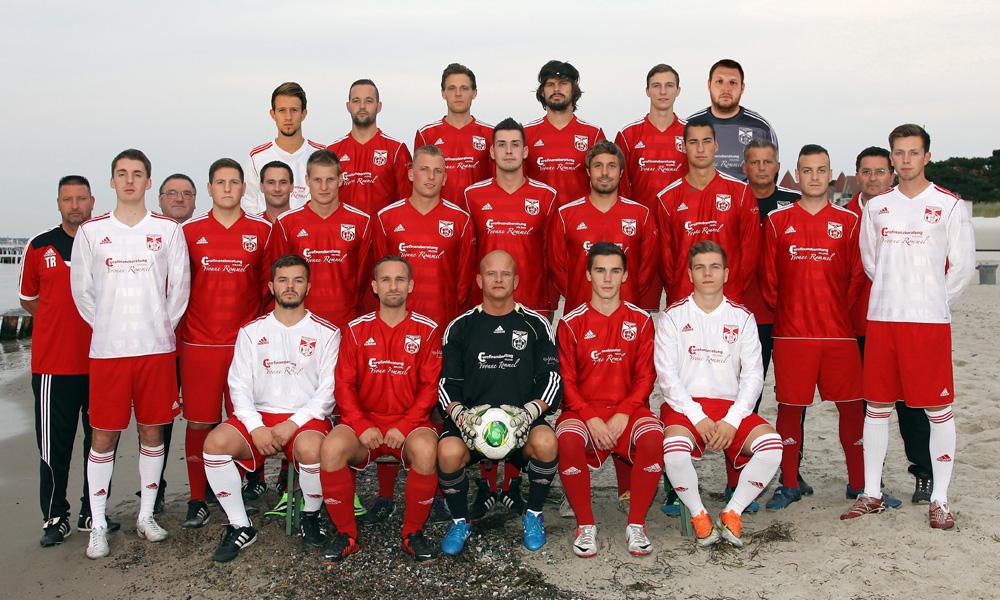 Der SV Warnemünde Fußball sicherte sich nach einem Herzschlagfinale den Aufstieg in die Landesliga. Foto: Jan Böhnke