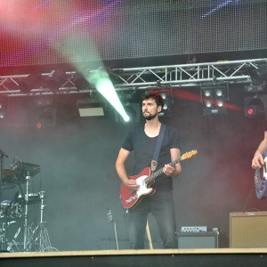 Band von Mark Forster bei N-Joy The Beach in Warnemünde. Foto: Joachim Kloock
