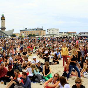 20.000 Besucher bei N-Joy The Beach in Warnemünde. Foto: Andreas Kröppelien