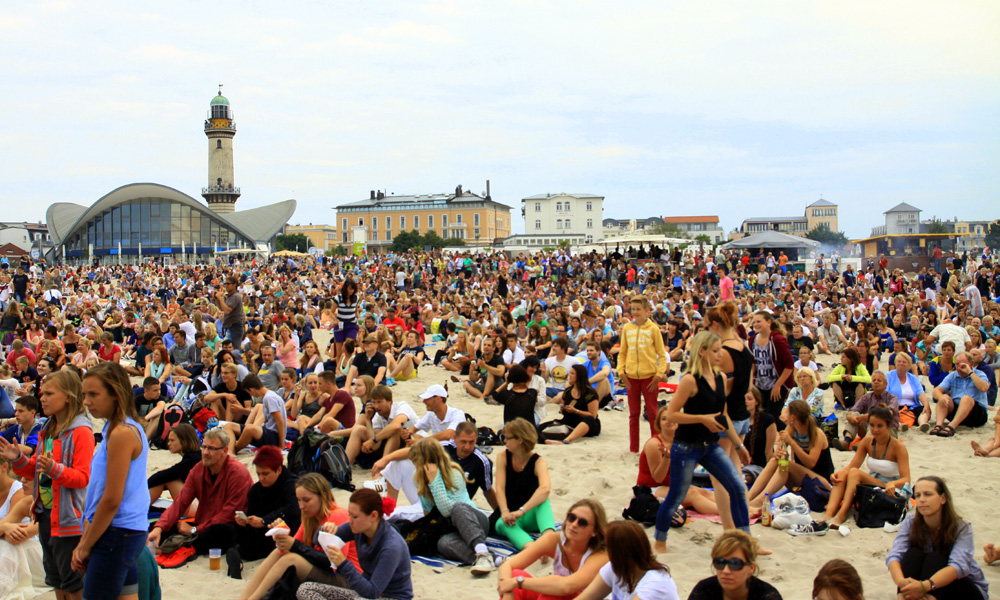 20.000 Besucher bei N-Joy The Beach in Warnemünde. Foto: Andreas Kröppelien