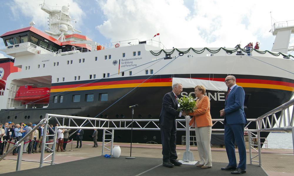 Bundeskanzlerin Dr. Angela Merkel tauft Forschungsschiff Sonne in Warnemünde. Foto: Neptun Werft