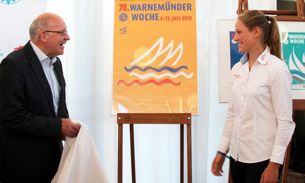 Vorstellung des Logos der 78. Warnemünder Woche 2015 durch Roland Methling und Hannah Anderssohn. Foto: Pepe Hartmann