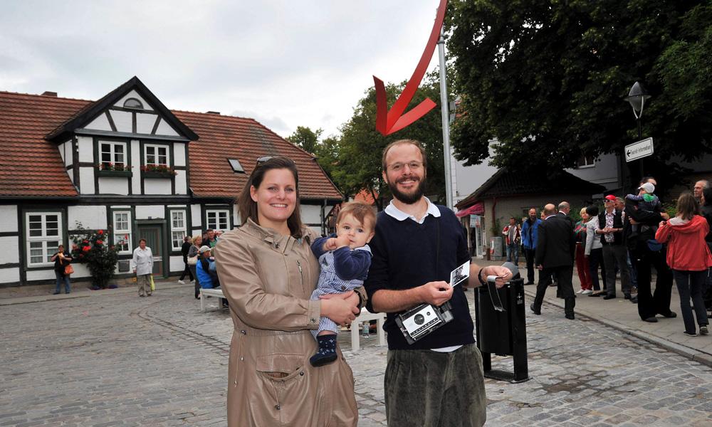 Künstlerin Clea Stracke in Warnemünde. Foto: Joachim Kloock