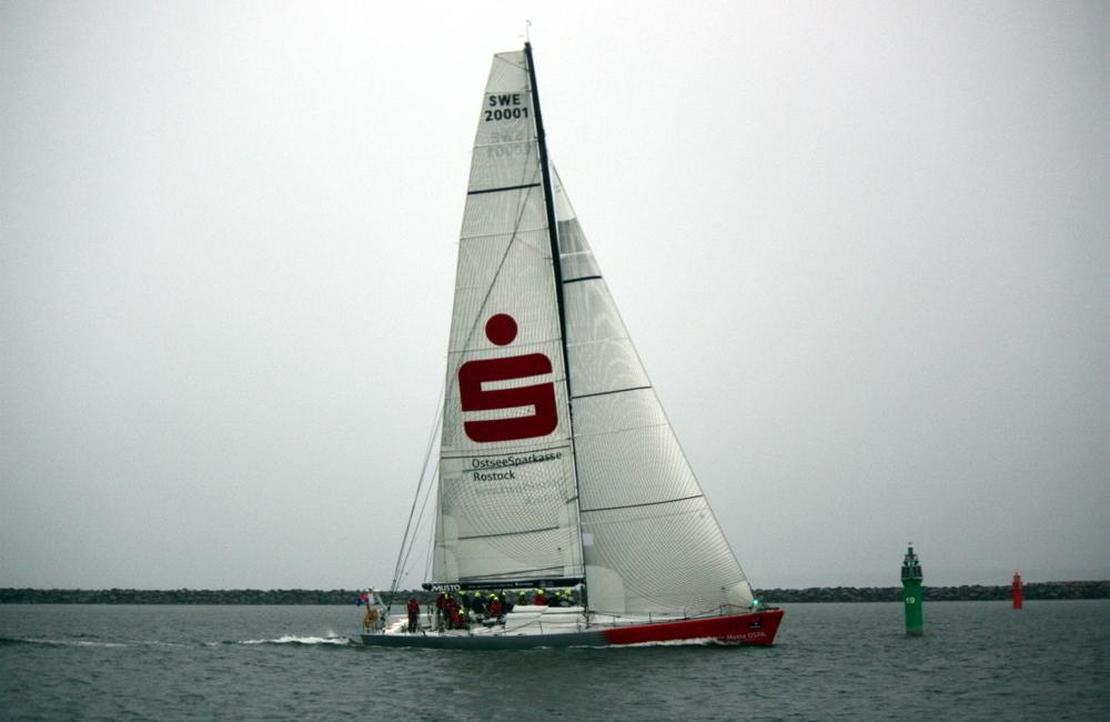 Die OSPA segelte bei der Regatta Rund Bornholm als erste Yacht durchs Ziel in Warnemünde. Foto: Martin Schuster