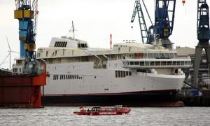 Schiffskörper der neuen Scandlines-Fähre in Hamburg. Foto: Martin Schuster