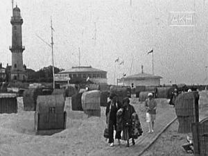 Sommerurlaub Warnemünde 1931. Foto: Agentur Karl Höffkes