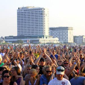 35.000 Besucher bei stars@ndr2 am Strand von Warnemünde. Foto: Andreas Kröppelien