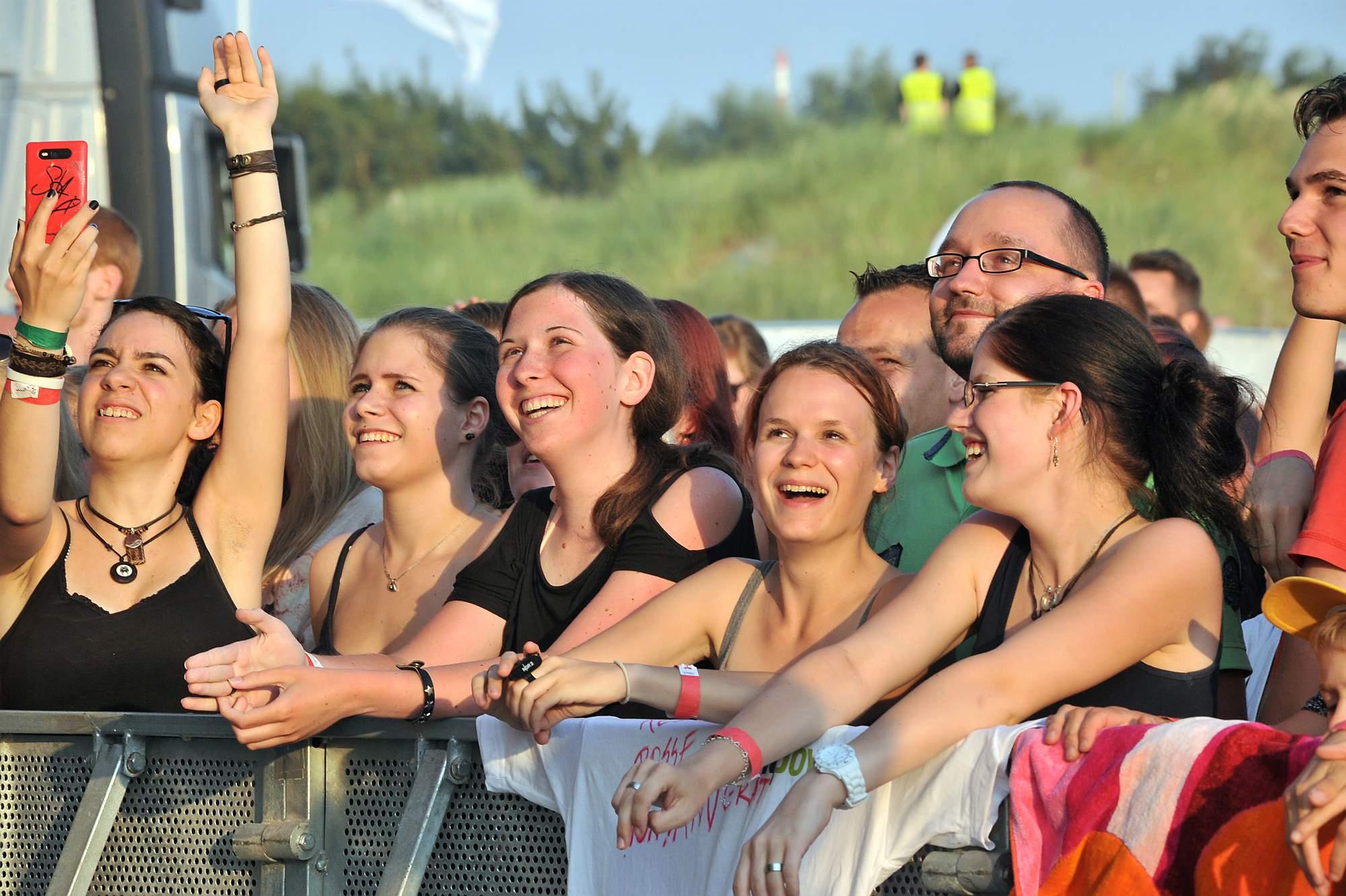 Fans von Bosse bei stars@ndr2 in Warnemünde. Foto: Joachim Kloock