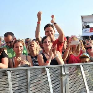 Fans von Marlon Roudette bei stars@ndr2 in Warnemünde. Foto: Joachim Kloock