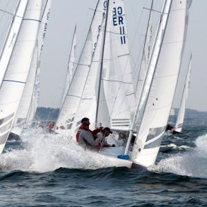 Die Drachen durchpflügen die Wellen bei ihrer Internationalen Deutschen Meisterschaft. Foto: Pepe Hartmann
