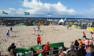 Das Finale des DFB-Beachsoccer-Cups 2014 am Strand von Warnemünde. Foto: Martin Schuster