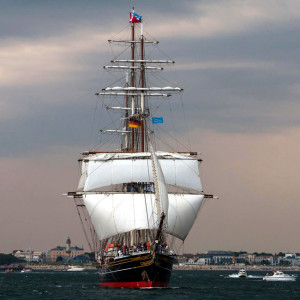 Traditionssegler vor Warnemünde bei der 24. Hanse Sail 2014. Foto: Jens Schröder