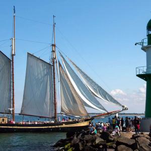 Traditionssegler ZUIDERZEE bei der 24. Hanse Sail 2014 in Warnemünde. Foto: Jens Schröder