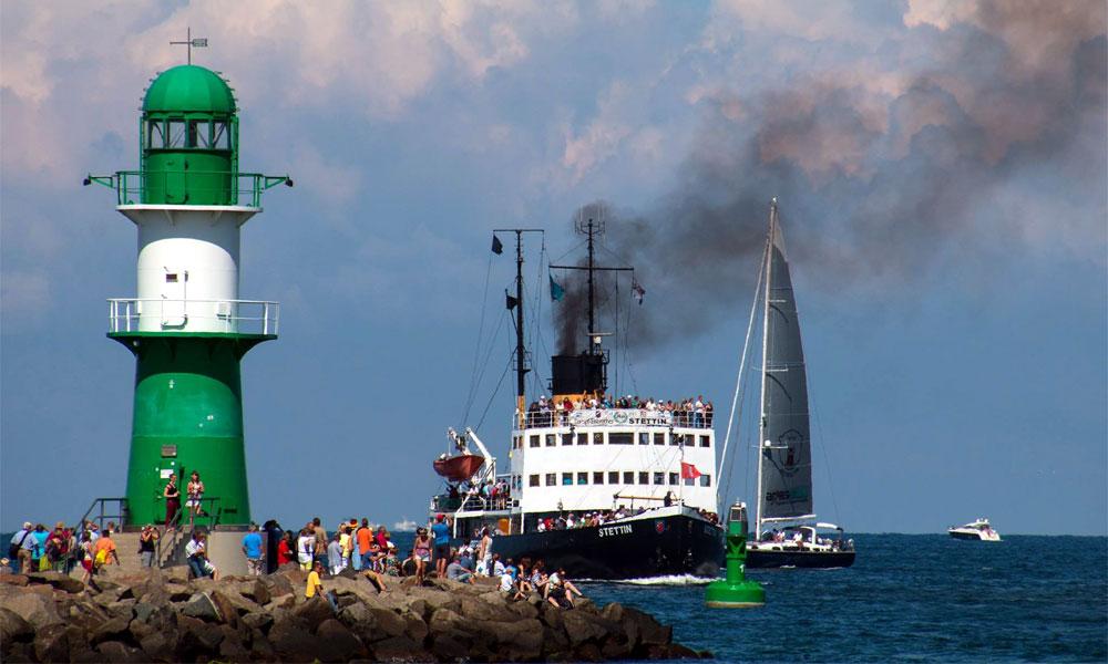 Dampfeisbrecher STETTIN bei der 24. Hanse Sail 2014 in Warnemünde. Foto: Jens Schröder
