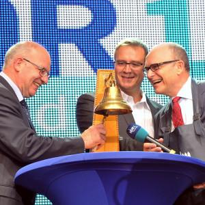 Ministerpräsident Erwin Sellering und Oberbürgermeister Roland Methling eröffneten die 24. Hanse Sail in Rostock und Warnemünde. Foto: Joachim Kloock
