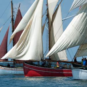 Start der 6. Haikutter-Regatta zur 24. Hanse Sail 2014 vor Nysted. Foto: Maximilian Bosse
